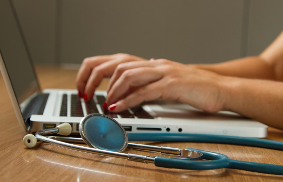 chatbots médicos detectar monitorizar COVID-19
